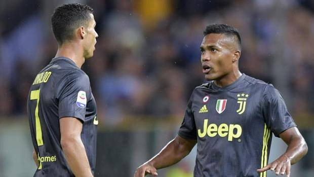 Crisitano Ronaldo with Alex Sandro during the trip to Parma.  Getty